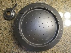 Le Creuset Cast Iron Japanese Grill (Gril Japonais) I do not have the original box or manual, so I had to do some searching on the internet to figure out what this is. Apparently it was only sold in J