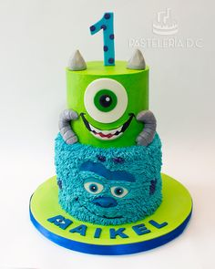Torta temática de Monsters Inc. Cubierta de buttercream con detalles en chocolate para modelar. Diseño totalmente personalizado para el cliente / Monsters Inc. Cake covered with buttercream and modeling chocolate accents. Custom design.