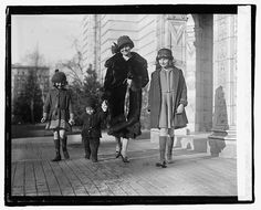 PLeated skirts    1921