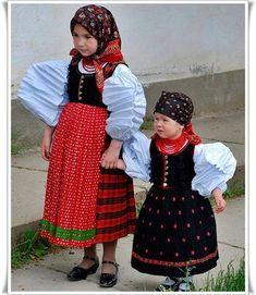 MENTŐÖTLET - kreáció, újrahasznosítás: folk Culture Clothing, Folk Dance, Folk Costume, People Of The World, Traditional Outfits, Folk Art, Russia, Children, How To Wear