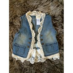 I love this chic boho lace vest! Want it for my little girl! Denim And Lace, Denim Fashion, Girl Fashion, Bohemian Schick, Look Retro, Denim Ideas, Lace Vest, My Little Girl, Kind Mode