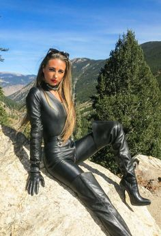 Boots and things Leather Pants Outfit, Leather Jumpsuit, Leather Dresses, Leather Leggings, Black Thigh High Boots, High Leather Boots, Leather Gloves, Lederhosen Outfit, Botas Sexy