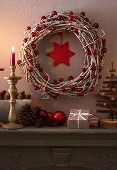 Weihnachtskranz zum Selbermachen  - Weihnachten rückt immer näher. Grund genug, den großen Karton Weihnachtsdeko mitsamt Christbaumkugeln und Fensterbildern vom Dachboden zu holen. Schon kann...