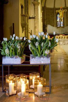 fiori e candele nella chiesa di San francesco a Terni, Umbria