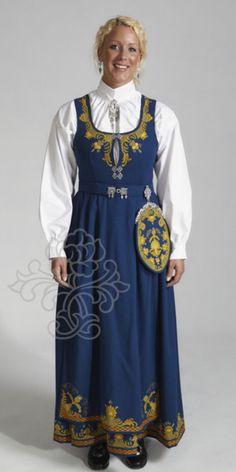 Romerike bunad blå