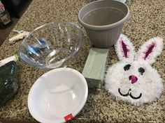 This project is so fun and looks amazing. It's perfect for the Easter season and is great for your holiday decor. Easy A, Easter Crafts, Holiday Crafts, Easter Ideas, Spring Crafts, Diy Osterschmuck, Dyi, Diy Crafts, Cute Diy