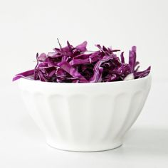 Cabbage is a low-calorie, high-fiber food that can help with your weight-loss go… - Health Snacks How To Shred Cabbage, All You Need Is, Flat Belly Foods, Unhealthy Diet, High Fiber Foods, Snacks Für Party, Health Snacks, Foods To Eat, Weight Loss Smoothies