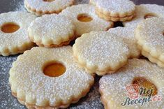 Linecká kolečka s marmeládou Cookie Recipes, Dessert Recipes, Painted Pinecones, Small Desserts, Czech Recipes, Eid, Doughnut, Christmas Cookies, Tapas