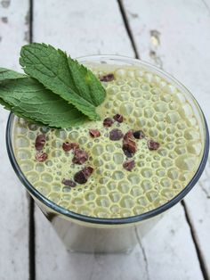 Mint Chocolate Chip Green Smoothie - the mint hides the green-spinach taste