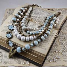 He encontrado este interesante anuncio de Etsy en https://www.etsy.com/es/listing/222719937/blue-necklace-big-necklace-polymer-clay