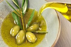 Nutrition experts laud the Mediterranean diet for its heart-healthy benefits. The diet combines healthy foods with delicious flavor that you can easily brin Olive Oil Uses, Olive Oils, Olive Oil Benefits, Greek Dinners, Real Food Recipes, Healthy Recipes, Greek Recipes, Food Tips, Gourmet
