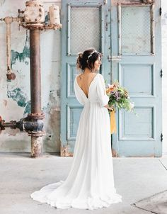 Une robe de mariée fluide