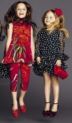 VOGUE ENFANTS: Gracing the pages of ALALOSHA, little Dolce &Gabbana's models keep sunny in luxe look including the dot black dresses with carnation patterns Little Girl Outfits, Little Girl Fashion, Cute Outfits, Tween Mode, Dolce And Gabbana Kids, Dolce Gabbana, Moda Chic, Tween Fashion, Kid Styles