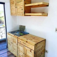 15 Attractive Recycling Wooden Pallets Ideas You Must Try – moetoe Recycled Pallet Furniture, Recycled Pallets, Diy Furniture, Wooden Pallets, New Kitchen Diy, Wooden Kitchen, Kitchen Decor, Kitchen Cabinet Remodel, Pallet Designs