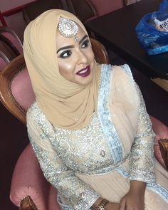 "1,263 Likes, 19 Comments - Humaira Waza | Hijab Stylist (@humairawaza) on Instagram: ""*Specialist 1-2-1 training for BRIDAL make up artists now available for a limited time - get in…"""