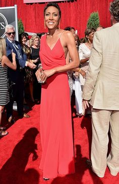 Robin Roberts again looks amazing and flawless! what an inspiration. love her!