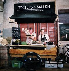 Fenix Food Factory is een culinaire hotspot aan de Maashaven, opgericht door zeven ondernemers die elkaar vonden in hun passie voor eten en hun behoefte aan verandering in de voedselindustrie