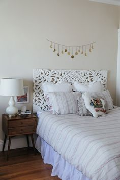 In a farmhouse design, the side table seems to have important roles that are unreplaceable. The farmhouse side table is not there for merely functions but the right design and … Cute Dorm Rooms, Cool Rooms, Living Room Designs, Living Spaces, Boho Bedroom Decor, Bedroom Ideas, Bohemian Bedrooms, Boho Room, Bedroom Inspo