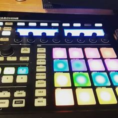 When that pack is pure🔥🔥🔥🔥#PushButtonProducer @unk_aint_mad #UnquantizedPodcast #SoundOracle #Articul8 #VocalLoops https://www.instagram.com/p/BZXuSA-g3FV/?taken-by=pushbuttonproducer