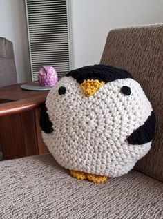 CROCHET PENGUIN PILLOW