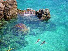 Туристы у побережья острова Корфу, Греция // #swimming in the coast of island Corfu, #Greece