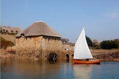 le moulin à marée du Birlo prés de l'ile de Bréhat (Brittany) qui produit de la farine de blé noir pour faire les bonnes crèpes bretonnes