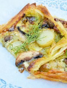 I made this Brie, Potato and Mushroom Tart for dinner tonight. The Brie was well out of date and I really needed to use it up. Vegetarian Tart, Vegetarian Appetizers, Vegetarian Recipes, Healthy Recipes, Veggie Snacks, Lunch Snacks, Veggie Recipes, Tart Recipes, Cooking Recipes