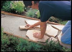 Use our easy step-by-step instructions to install your own flagstone path this weekend.