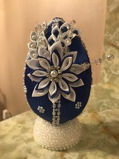 Fabric Ornaments, Beaded Ornaments, Christmas Ornaments, Ribbon Art, Ribbon Crafts, Coconut Decoration, Egg Shell Art, Kanzashi, Egg Art