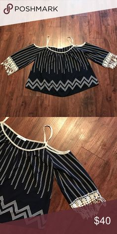 💢NEW LISTING 💢 peaked shoulder top NWOT Navy blue and cream  top peak shoulder love 100% polyester Style# YET3827 CUT# SN10904 S(Chico) stylebook Tops Blouses