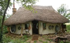 Cob house built in Oxfordshire for £150 from earth, clay and straw - Telegraph. I LOVE this - so quaint, gorgeous