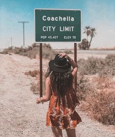 Outfit ideas for coachella Festivals Coachella Festival, Summer Aesthetic, Travel Aesthetic, Festival Looks, All The Bright Places, Beach Poses, Bff, California Love, Beach Pictures