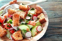 Fattouche, salade libanaise au pain grillé et aux légumes / Lebanese salad with toasted bread and vegetables