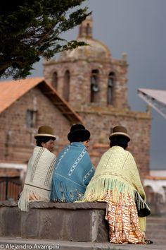 Plaza central de Tiahuanaco, domingo después de la misa - #culturetravel #southamerica #bolivia