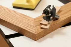 Build Strong Miter Joints with Splines with a Slot-Cutting Router Bit Woodworking Joints, Woodworking Videos, Woodworking Projects, Wood Projects, Router Table Fence, Table Saw Blades, Wood Joints, Strongest Glue, Router Bits
