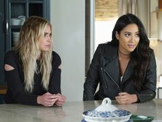 Ashley Benson and Shay Mitchell in Pretty Little Liars Pretty Little Liars Episodes, Pretty Little Liars Seasons, Pretty Little Liars Fashion, Pretty Little Lairs, Hanna Marin, Shay Mitchell, Ashley Benson, Got Premiere, Well That Escalated Quickly