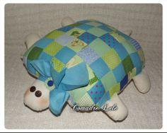 - ☼ - Almofada Tartaruga em Patchwork - ☼ - (tamanho 52 x 47 cm)