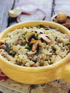 poivre, riz, oignon rouge, champignon de Paris, huile, vin blanc sec, cube de bouillon, beurre, ail, parmesan, persil, sel