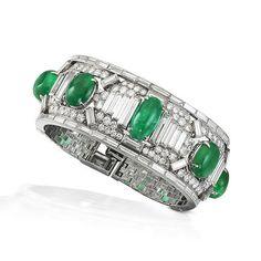 A fine art deco emerald and diamond cuff, by Cartier, circa 1925 Art Deco Jewelry, High Jewelry, Bling Jewelry, Women Jewelry, Fashion Jewelry, Jewelry Design, Jewlery, Cartier Jewelry, Antique Jewelry