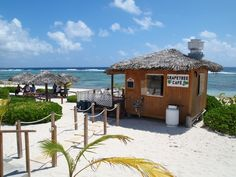 On-Site Grand Cayman: Where to Go for the Best Weekend Fish Fry