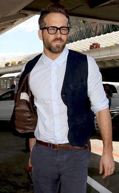 Ryan Reynolds in glasses?! So hot!