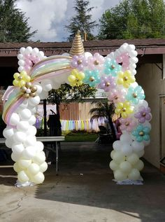 30 Beautiful Balloon Arch Ideas - New Deko Sites Unicorn Themed Birthday Party, First Birthday Parties, Unicorn Party Decor, Balloon Decorations, Birthday Party Decorations, Balloon Ideas, Birthday Ideas, Decoration Party, Deco Buffet
