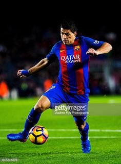 Fotografía de noticias : Luis Suarez of Barcelona in action during the La...