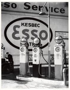 Vintage Cars Changing New York: Berenice Abbott's Stunning Black-and-White Photos from the Berenice Abbott, Old Gas Pumps, Vintage Gas Pumps, Vintage Auto, 50s Vintage, Vintage Tools, Vintage Signs, Vintage Black, Vintage Cars