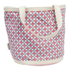 Si tienes una mamá que le gusta estar siempre a la moda ¡regálale este bolso! Espacioso y con un bello diseño.