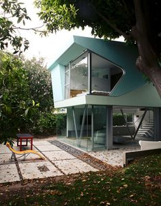 A mid-century modern home that looks like a tree house...