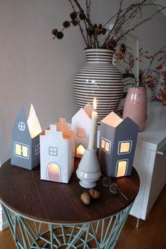 Süße Lichterstadt aus Tetrapacks und Lampionpapier.