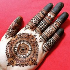 Looking for the best bridal mehndi artists for your wedding? Visit us to get the list of famous bridal mehndi artists according to your location. Indian Mehndi Designs, Mehndi Designs For Girls, Stylish Mehndi Designs, Mehndi Design Pictures, Wedding Mehndi Designs, Mehndi Designs For Fingers, Beautiful Mehndi Design, Latest Mehndi Designs, Henna Tattoo Designs
