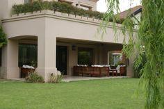 casa Casas Country, Front Door Steps, Bungalow House Design, Backyard, Patio, House Entrance, Facade House, White Houses, Outdoor Areas
