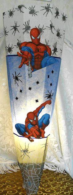 Für alle Spiderman Fans, nach der Einschulung kann man die Schultüte zur Wandlampe umgestalten.